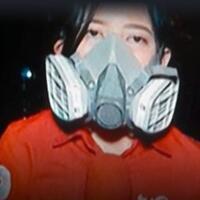 reporter-tv-one-jadi-bullyan-netizen-lantaran-siaran-live-pake-gas-mask