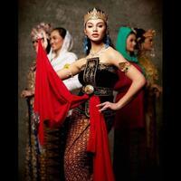 16-foto-putri-indonesia-mengenakan-baju-adat-daerahnya-masing-masing