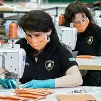 bukan-mobil-sport-lamborghini-kini-produksi-masker-dan-pelindung-kaca