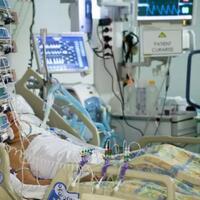 kepedihan-perawat-saat-harus-mematikan-ventilator-pasien-corona