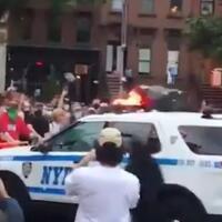 2-mobil-polisi-di-new-york-tabrak-para-demonstran-pembunuhan-floyd