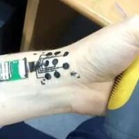 pengembangan-tato-elektroda-untuk-membaca-otak-awal-kebangkitan-manusia-android