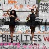 8-potret-potret-penuh-makna-saat-demonstrasi-anti-rasis-di-amerika