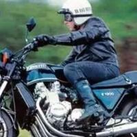 sepeda-motor-jadul-bermesin-6-silinder-1000cc-yang-cocok-buat-boncengin-gebetan