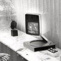 mengenang-50-tahun-panggilan-konferensi-video-pertama-di-dunia