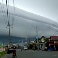 awan-tsunami-muncul-di-aceh-penampakannya-ngeri-banget