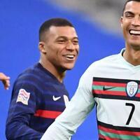 5-pemain-bintang-sepak-bola-ini-mengidolakan-c-ronaldo-no-1-minta-foto-saat-tanding