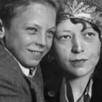 kisah-nyata-christine-collins-seorang-ibu-yang-mencari-anaknya-hingga-akhir-hayat