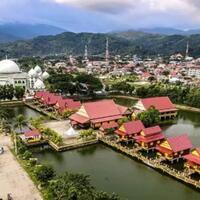 destinasi-wisata-seru-seputaran-rumah-adat-mekongga-dan-pantai-mandra