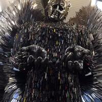 patung-malaikat-ini-terbuat-dari-100-ribu-pisau-bekas-pakai-tindakan-kriminal