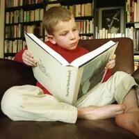manfaat-membaca-buku-sebelum-tidur