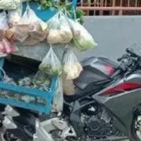 wow-di-kota-jayapura-tukang-sayur-dagangnya-pakai-cbr-ninja-250