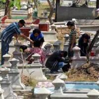 sambut-ramadhan-dengan-mengunjungi-makam-leluhur-tradisi-nyadran-ini-wajib-dilakukan
