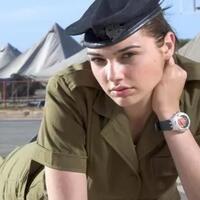 profil-gal-gadot-artis-hollywood-yang-dulunya-tentara-israel