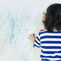 tips-orang-tua-melihat-anaknya-menggambar-di-dinding-rumah-anaknya-nakal