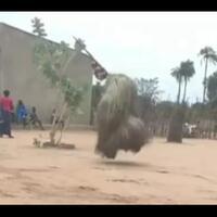 ngeri-viral-boneka-jerami-menari-tanpa-manusia-ternyata-praktik-voodoo-di-afrika