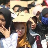 indonesia-turun-kelas-apa-dampaknya-sulit-cari-kerja-hingga-tua-sebelum-kaya