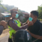 personel-polres-dan-warga-masyarakat-kayong-utara-mendapat-pembagian-masker-gratis