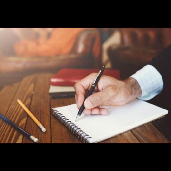 Mengapa Surat Lamaran Pekerjaan Ditulis Tangan? Ternyata Berkaitan Dengan Grafologi!