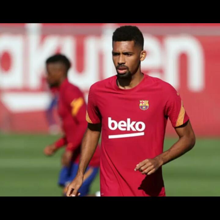 Miris, Barcelona Campakkan Pemain ini Via Email!