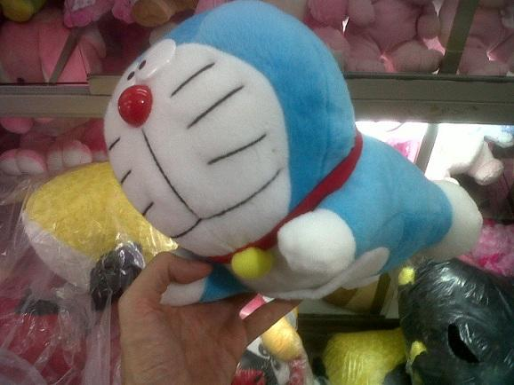 Boneka yg lagi IN nih(Emotion<Angry bird<Doraemon<Barney<Shaun the sheep<DLL)