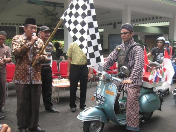 Naiki Vespa Ke Benua Asia Eropa, Demi Budaya Indonesia