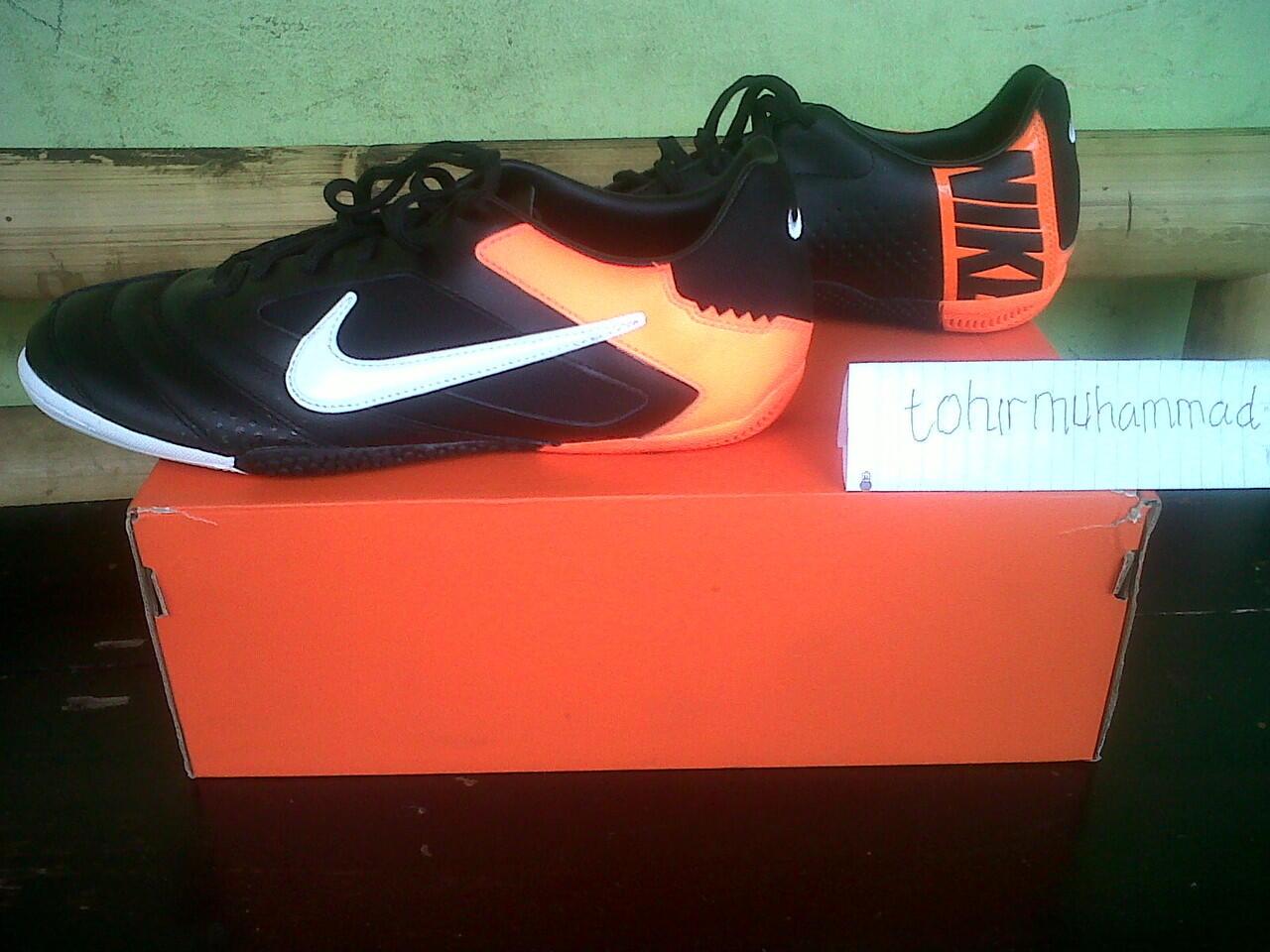 Terjual Jual sepatu futsal Nike 5 elastico pro black orange baru dan ... 2b9b4b0f16