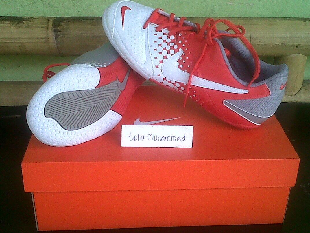 sepatu futsal nike 5 elastico warna max orange/white-medium grey 100% original