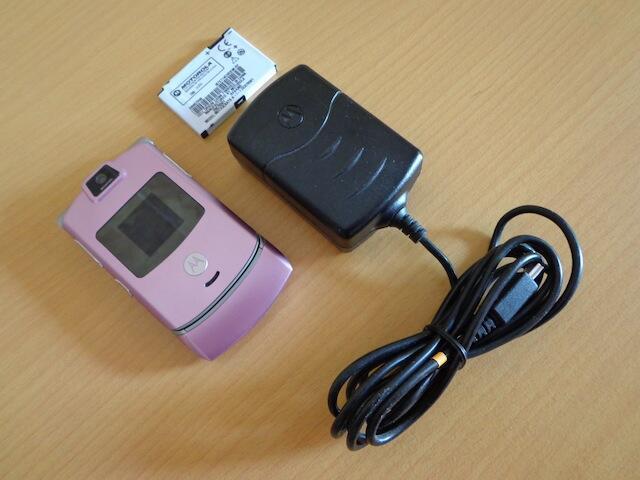 >>> Motorola RAZR Series - Moto V3m Soft Pink - Moto V3 Silver <<<