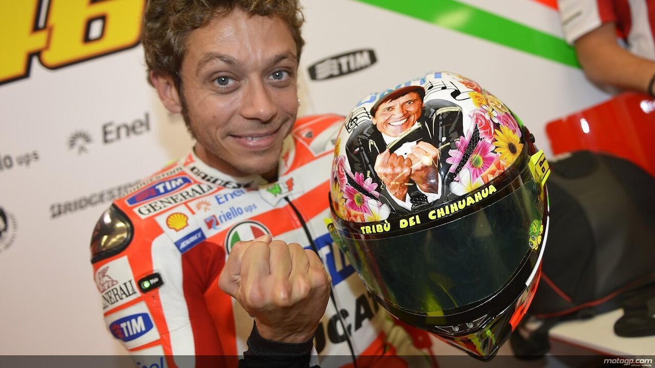 Ada motif Bunga2 di Helm Rossi buat motoGP Mugello nanti gan,:D (Fans Rossi masuk)