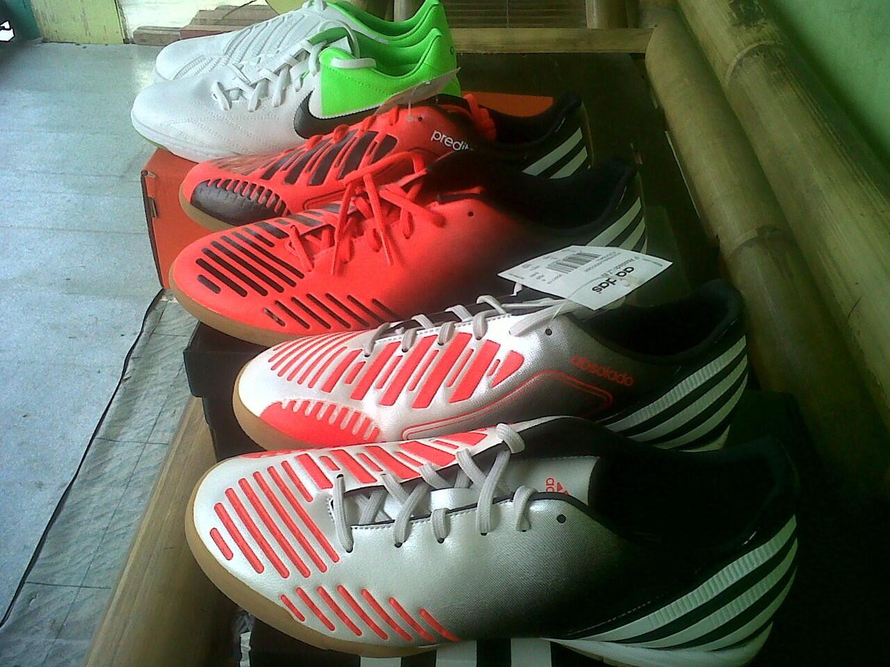 sepatu futsal adidas predator predito absolado LZ lethal zone silver/orange 100% ori