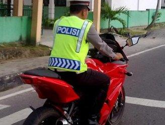 Foto-foto polisi melanggar lalu lintas