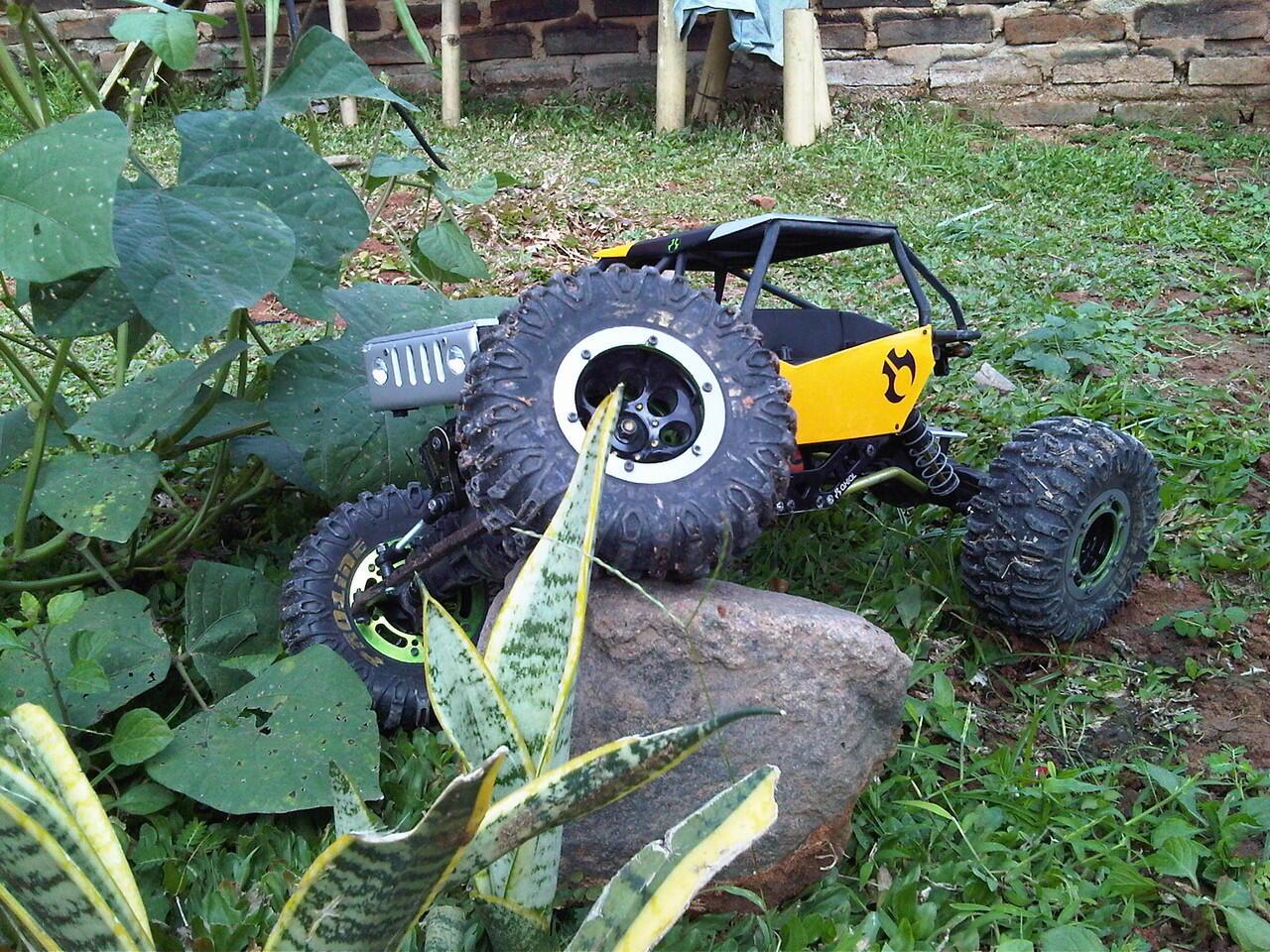 dijual axial ax10 rock crawler RTR 2nd + tuber bolt proline