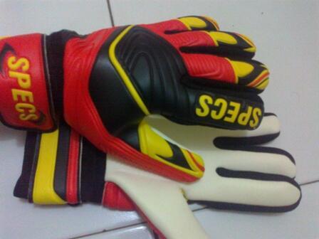 [WTS] Cuci Gudang Sarung Tangan Kiper (Gloves) Original Umbro, Specs, Diadora dll