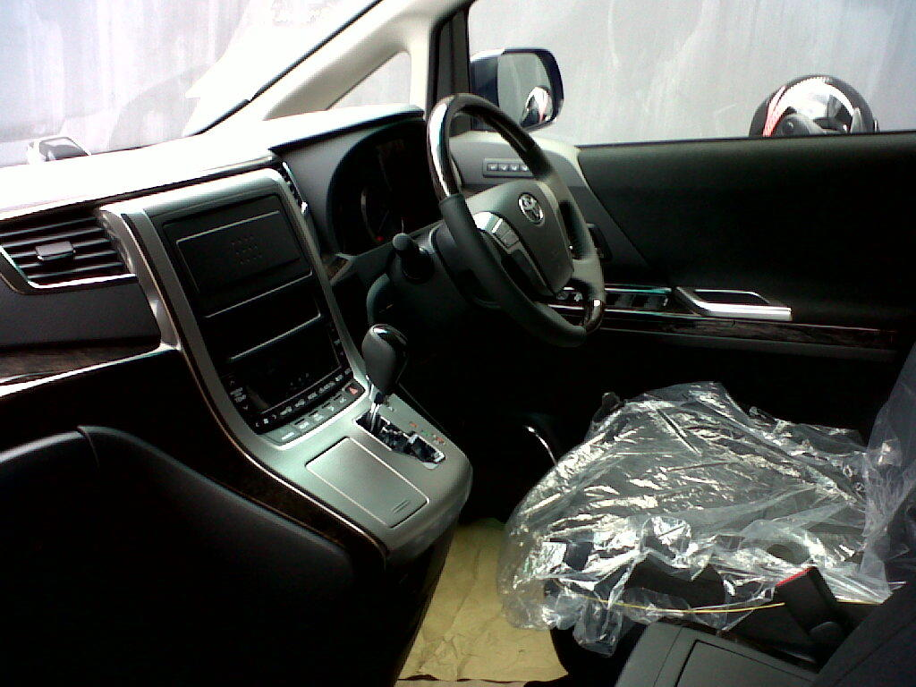 Toyota vellfire type x 2.4