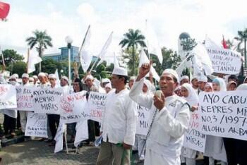 [katanya media harus berimbang] FPI Berikan Bantuan untuk Penggungsi Rohingya