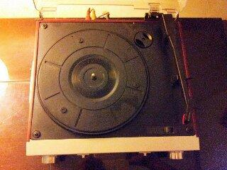 TURNTABLE PIRINGAN HITAM & RADIO TUNER USA