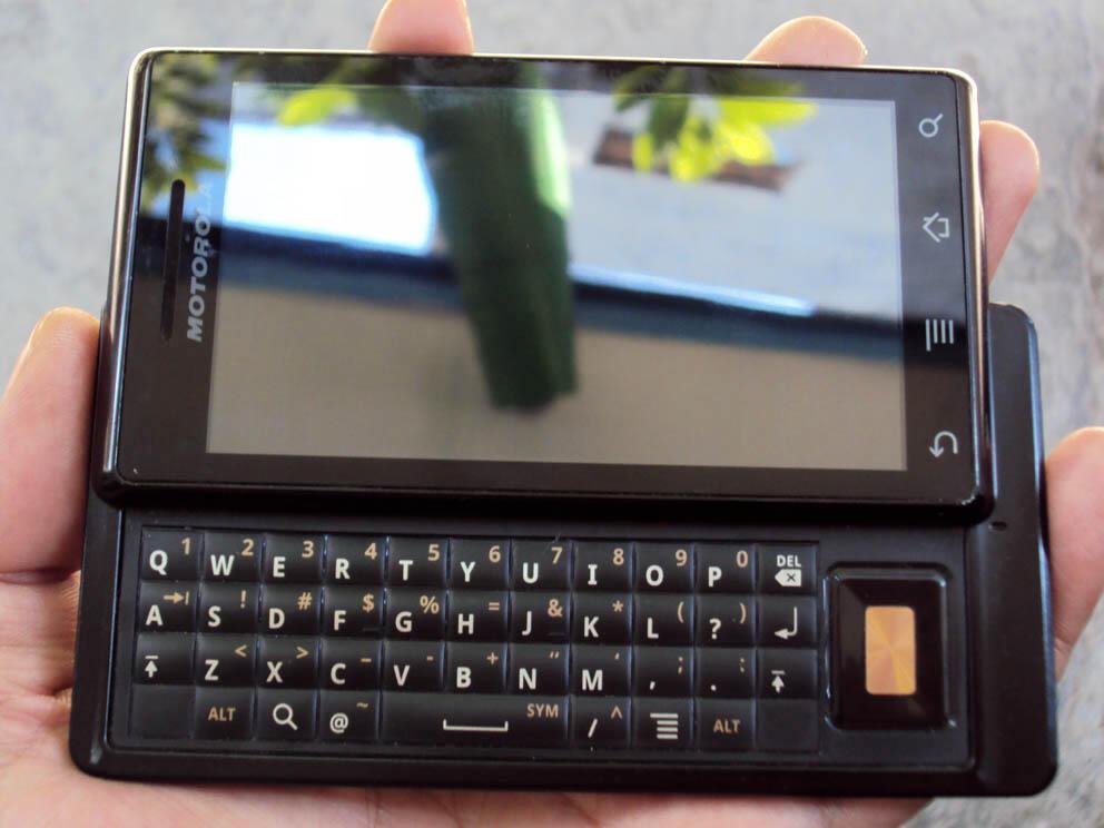 Jual Motorola Miley 1 GSM muluss + Otter Box