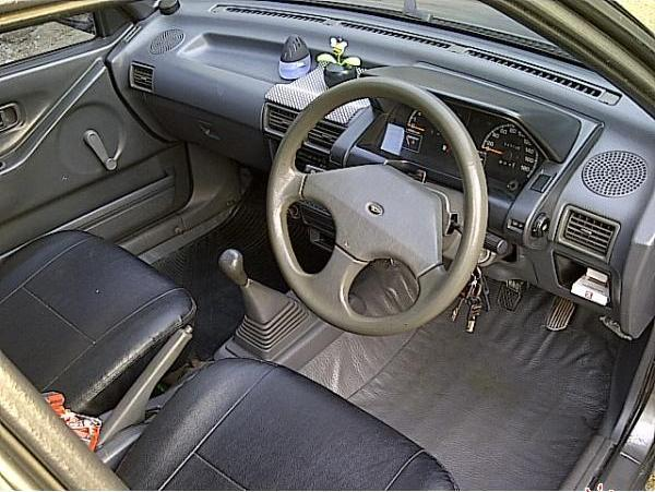 Dijual Daihatsu winner 1990 warna abu-abu tua metalik