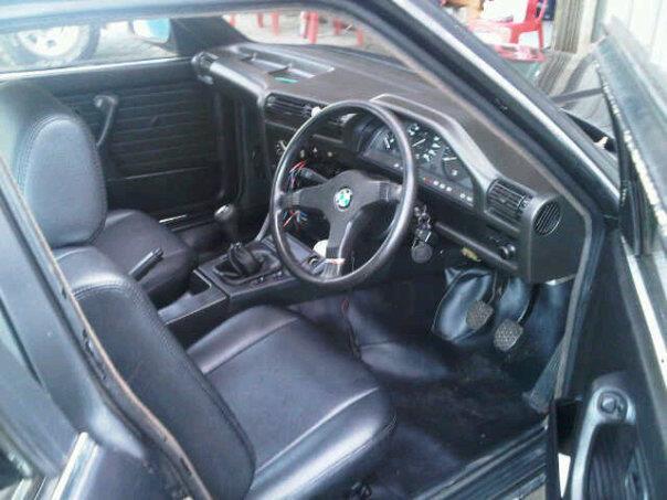 Jual BMW M10 E30 Warna Hitam Metalik Mulus (NEGO)