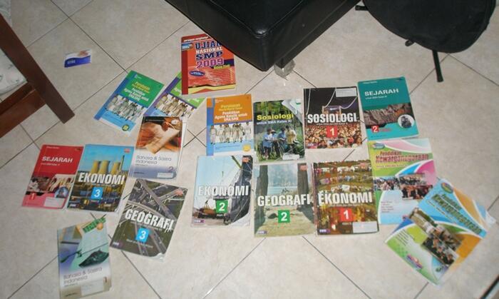 Buku2 pelajaran SMP-SMA cma 3rb aja