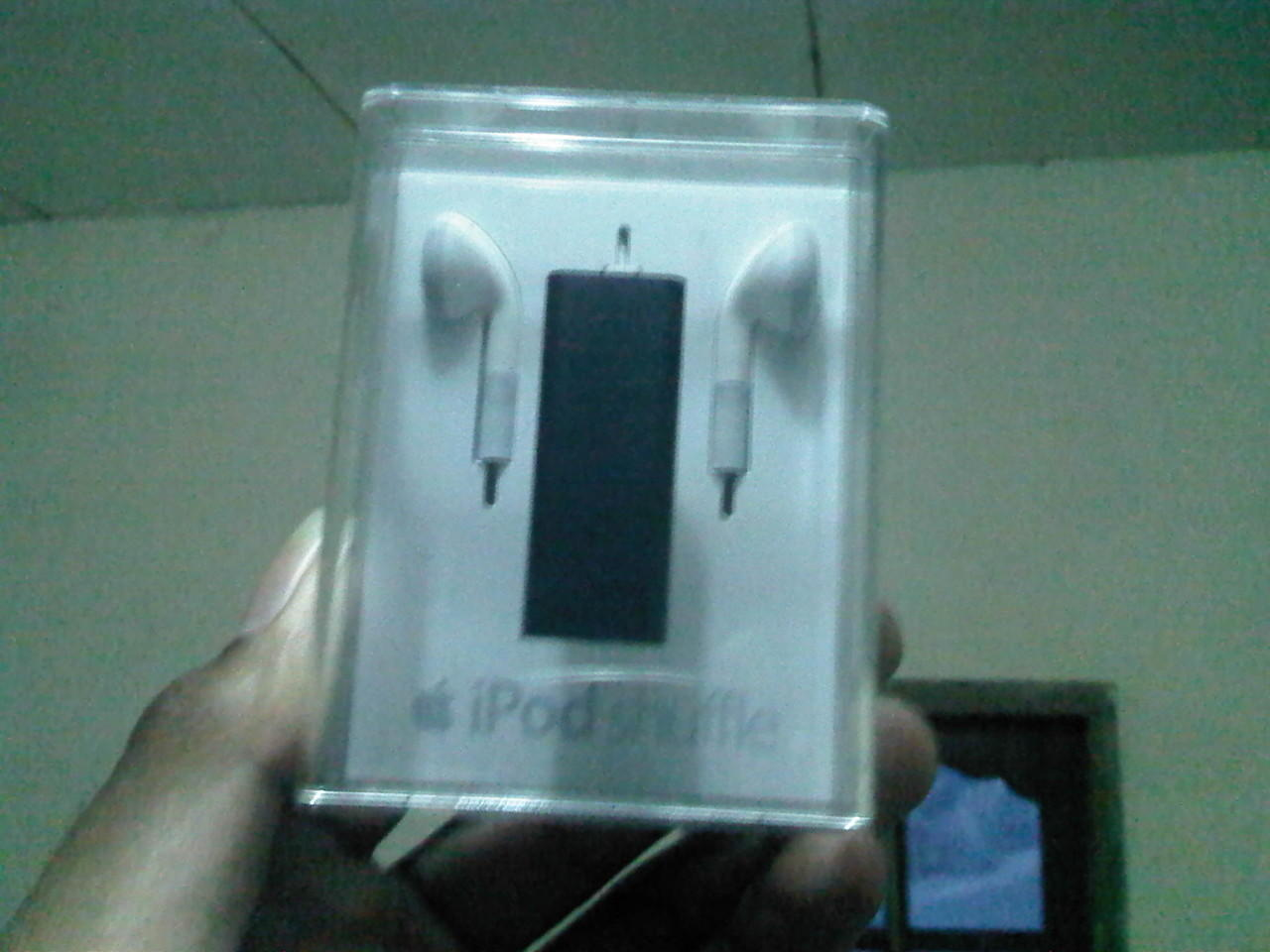 DIJUAL IPOD SHUFLLE 2GB , BRAND NEW IN BOX ! ORI