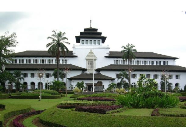 Mengenal Sejarah Gedung Sate Bandung