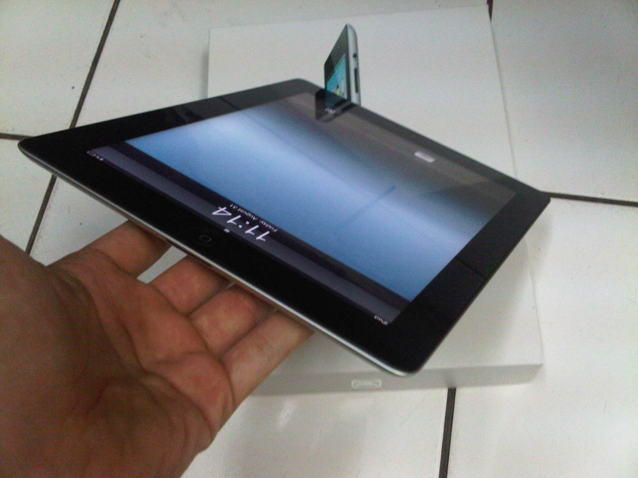 iPad 2 32GB Wifi Only FULLSET, Mulus 99% Like NEW Gan... Dijamin memuaskan. :)