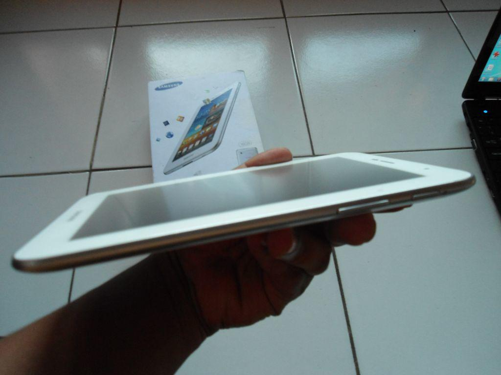 Samsung Galaxy Tab 7 Plus pure white like new fullset garansi keyboard bluetooth