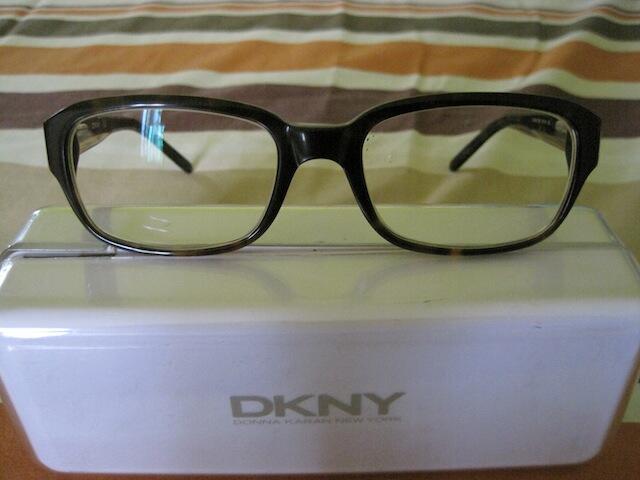 kacamata DKNY