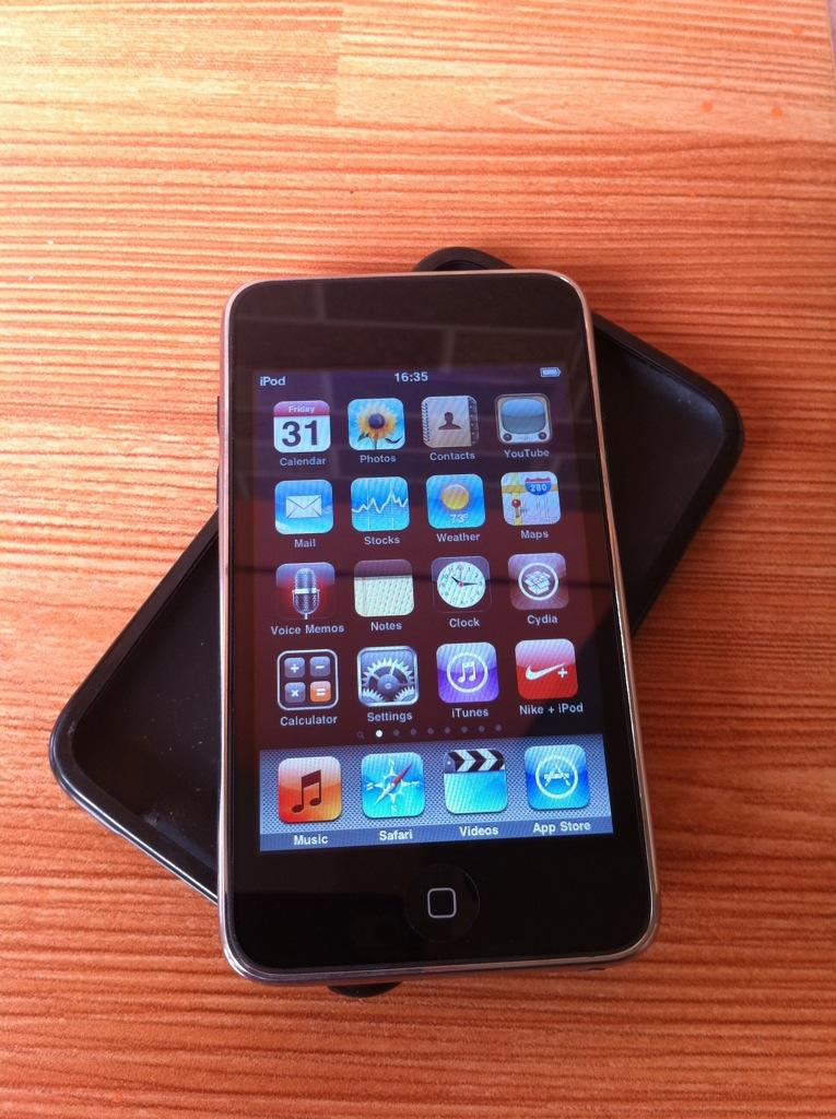 Di jual iPod Touch 3Gen 8GB second Full Game