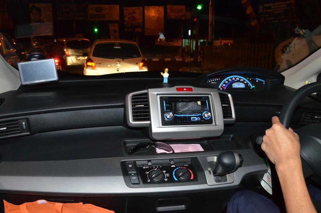 JUAL HONDA FREED SD A/T Januari 2012 HITAM