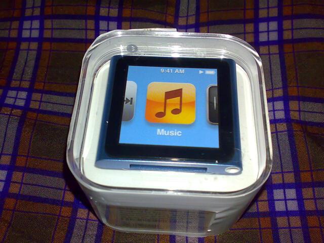 Apple iPod Nano 6th Gen 8 GB Blue