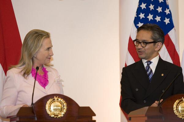 Syahganda: Kunjungan Hillary Tancapkan Kepentingan As